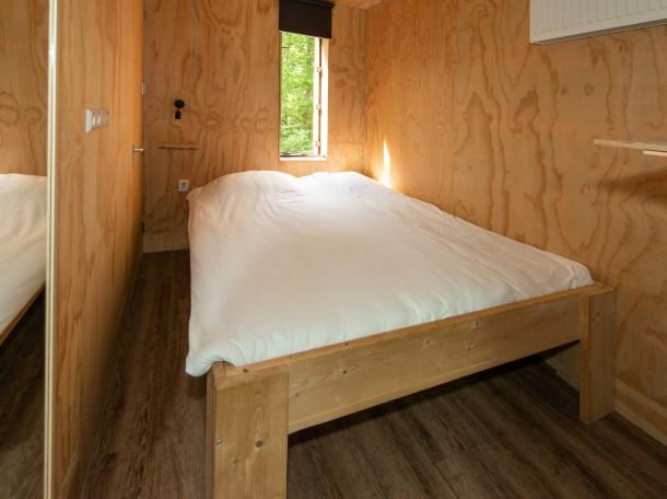 Boomhuis slaapkamer tweepersoonsbed camping geversduin kennemerland