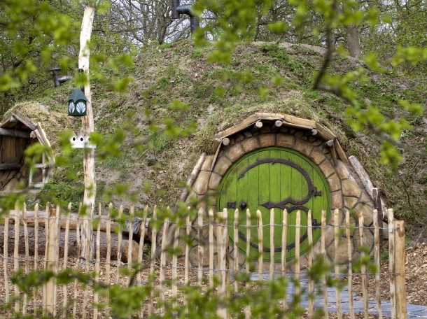 Hobbitwoning buitenkant Hobbit Lord of the Rings Accommodatie Camping Geversduin Holland
