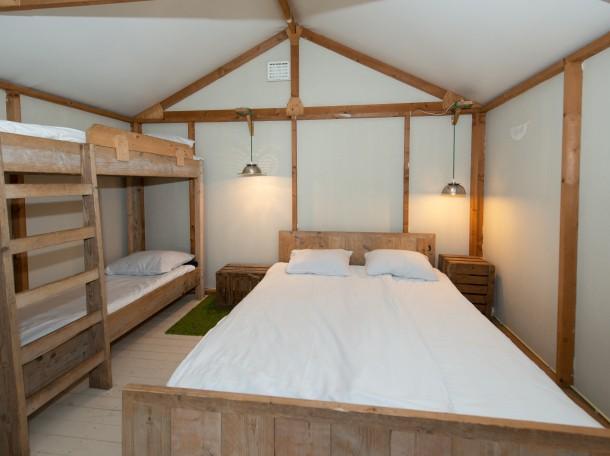Groenthuisje slaapkamer 1.jpg
